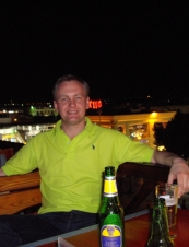 Robert 44 y.o. from UK